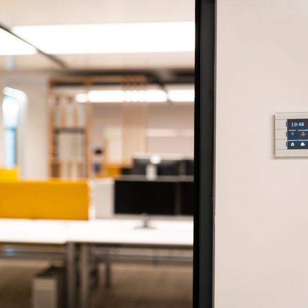 Referenz: sblum GmbH Bürobereich Raumbedienelement