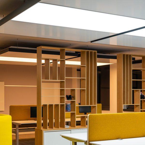 Büro der sblum GmbH mit HCL Licht und Heiz- Kühldecke von interpanel