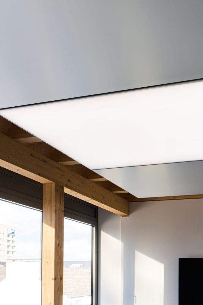 ABW Architekten Heiz Kühldecke mit Licht und Akustik von interpanel 02 683x1024 - interpanel auf der Light and Building 2022
