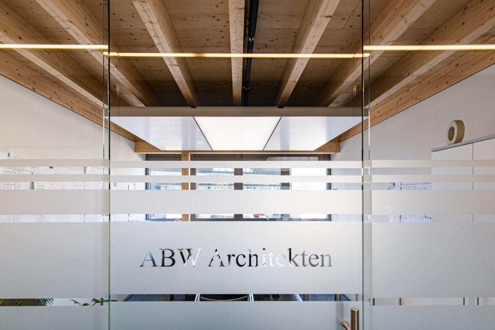 ABW Architekten Heiz Kühldecke mit Licht und Akustik von interpanel 03 - ABW Architekten Heinz Binder + Partner